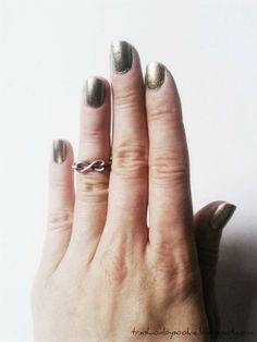 DIY tutorial: Minimalistic rings; more: http://trashionbysookie.blogspot.com/