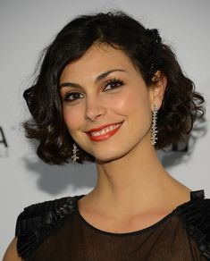 Morena Baccarin Curled Out Bob - Curled Out Bob Lookbook - StyleBistro