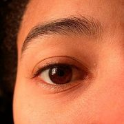 If you accidentally trimmed your eye brows too short or unevenly , don't panic . There are a few easy ways to make your eye brows grow back quickly .