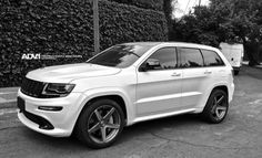 ADV.1 has introduced a new set of 22-inch wheels for the 2014 Jeep Grand Cherokee SRT8. The new five-spoke rollers come in a titanium-like shade and seem a perfect fit to Chrysler's most powerful SUV.