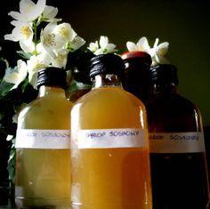 zrobić do połowy M A J A: Syrop z młodych pędów sosny Food Therapy, Natural Medicine, Pesto, Lemonade, Wine, Bottle, Health, Diet, Health Care