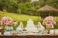 Não importa se sua festa vai ter 20 ou 200 convidados: existe a mesa de decoração perfeita para o seu estilo e bolso.