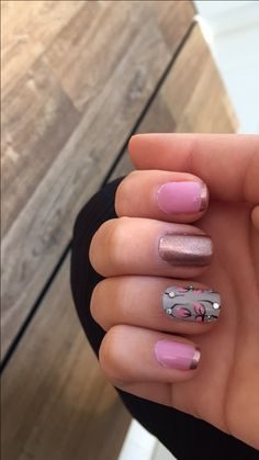 Manicure: Cassiane Apolinario/ nails art / unhas rosa/ decorada a mão