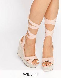 ASOS HEARTFELT - Schuhe mit Keilabsatz in breiter Passform - Nude