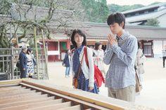 kimi no suizou wo tabetai Japanese Boy, Moving Pictures, Pose Reference, Cute Girls, Kimono Top, Poses, Film, Coat, Jackets