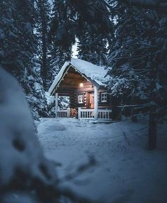 Architecture house Affordable Small Log Cabin Ideas With Awesome Decoration 26 Beautiful Artificial Small Log Cabin, Log Cabin Kits, Log Cabin Homes, Log Cabins, Cabin Ideas, Snow Cabin, Winter Cabin, Cozy Cabin, Snowy Woods