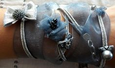 bracelet romantique plusieurs tours ruban organza bleu gris ruban acier jeu de perle noeud macaron fleur : Bracelet par shabby-be-chat