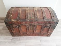 Translation Department of the Falmouth University - Trunk Makeover, Trunk Furniture, Dyi, Boho Chic Bedroom, Antique Chest, Trunks And Chests, Boho Decor, Restoration, Decorative Boxes