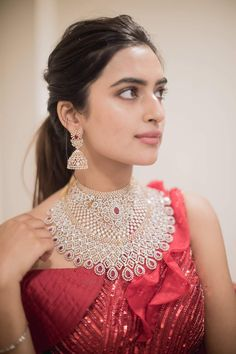 Indian Bridal Jewelry Sets, Indian Jewelry Earrings, Indian Bridal Outfits, Indian Jewellery Design, Bridal Jewellery, Jewellery Designs, Jewelery, American Diamond Jewellery, Diamond Jewelry