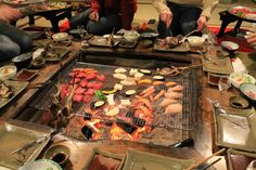 Noto Peninsula shows us how to keep warm during the Japanese winter 【Photos】 Irori, Japanese Style House, Grill Table, Japan Architecture, Barbecue, Japanese Interior, Winter Photos, Indoor Outdoor Living, Outdoor Cooking