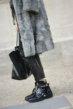 Love these shoes---Balenciaga boots Grey Fashion, Cute Fashion, Fashion Looks, Balenciaga Boots, Mode Shoes, Looks Street Style, Vogue, Mode Inspiration, Fashion Inspiration