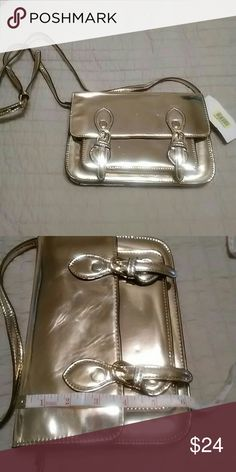 Steve madden handbag final markdown  Have some scratching from being pack. Steve Madden Bags Crossbody Bags