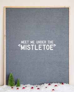 Letterboard for Christmas Memo Boards, Letterboard Signs, Licht Box, Felt Letter Board, Word Board, Christmas Quotes, Christmas Decor, Under The Mistletoe, Merry Little Christmas