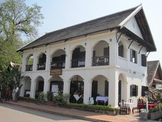 Hungry Woman Eats: For the Love of French Colonial Architecture (Luang Prabang, Laos) Kerala Architecture, Tropical Architecture, Vintage Architecture, Vernacular Architecture, Colonial Architecture, Architecture Design, British Colonial Style, Colonial Style Homes, French Colonial