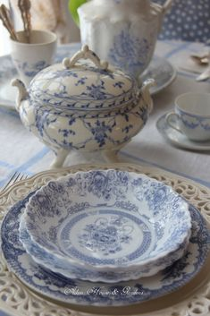 Aiken House & Gardens: Blue & White Transferware Lunch - names some cute China patterns Blue Dishes, White Dishes, White Plates, Blue And White China, Blue China, Vintage Dishes, Vintage China, China Patterns, White Decor