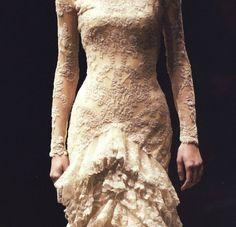 Alexander McQueen f/w 2006 Fashion Art, New Fashion, Fashion Show, Fashion Design, Modest Wedding Dresses, Outerwear Women, Beautiful Outfits, Beautiful Clothes, Bridal Style