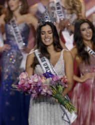Miss Colombia Paulina Vega sonríe tras ser coronada Miss Universo, el domingo 15 de enero del 2015 en Miami. (AP Foto/Wilfredo Lee)