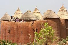 Les Tata somba du nord-ouest du Bénin est menacé. Délaissé par les jeunes générations qui lui préfèrent des logements plus modernes.