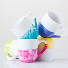 Create the prettiest marble dipped mugs (perfect for gifts) using dollar store mugs and inexpensive nail polish!