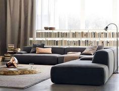 ローソファーとは、脚がない、もしくは脚が短く、一般的なソファーよりも座面が低いソファーのこと。床に座る感覚で座れるので楽チン。なにより、座面も背もたれも低いので、部屋が広く見えるのがポイントです。
