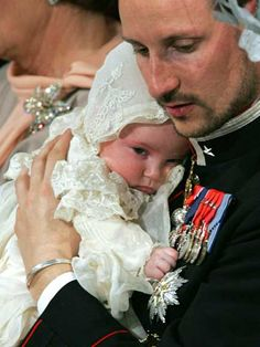 KK Norwegii Haakon i księżniczka Ingrid Alexandra - 17.04.2004r. [chrzest]