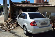 Notícias Potiguar : Motorista perde controle e carro derruba parede de casa em Natal