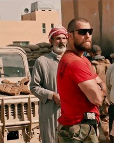"""Henry Cavill as Captain Syverson in new trailer of """"Sand Castle"""""""