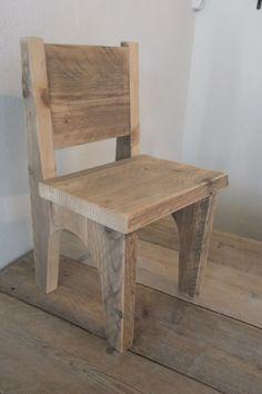 Mooi stoeltje van #steigerhout op maat gemaakt voor #kinderen.