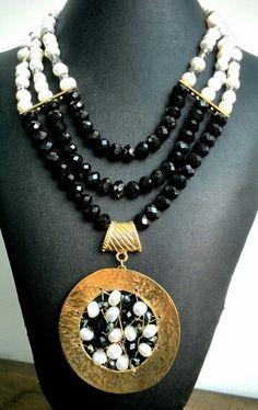 Hermoso #collar #necklace elaborado cristales #swarovski y #perlas con #herraje en #atrapasueños
