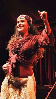 La danseuse de la troupe Balkan va vous faire voyager vers ces pays à la culture méconnue.  Cliquez sur l'image pour voir la vidéo !