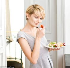 Karen Thomson, great-granddaughter of pioneering heart transplant surgeon Dr Christiaan Barnard, lays out a revolutionary approach for cutting back on carbs and kicking your sugar habit, leaving you slimmer and feeling fabulous for ever
