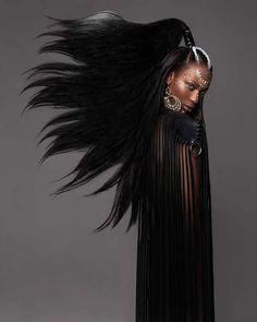 """Por ocasião do British Hair Awards 2016, a designer britânica Lisa Farrall revelou a """"Amour Collection"""", uma incrível série de penteados Afro. Algumas criações incríveis foram feitas co…"""
