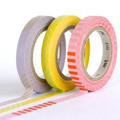 Organize your washi tape- dispenser DIY Diy Washi Tape Cards, What Is Washi Tape, Washi Tape Set, Masking Tape, Mt Tape, Scotch, Washi Tape Dispenser, Cute Stationery, Stationary
