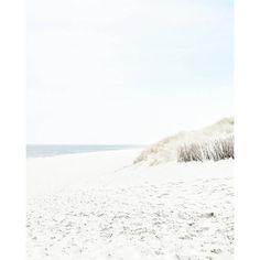 LONELY BEACH // HOW BEAUTIFUL... . . Private moments: @vanessa.pur  Snapchat: pureglamtv . . . #spo #sanktpeterording #spolive #nordsee #beachview #beach #beachphotography  #beachwalk  #walking #streetphotography #coast #coastline #photooftheday #travel #traveldiary #ig_travel #deutschland  #diewocheaufinstagram #windy #wind #passionpassport  #travelblogger #travelwithme #traveltheworld