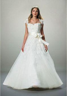 Beatutiful Tulle A line Floor Length Sweetheart Court Train Bridal Gown - Lunadress.co.uk