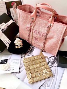 Leather Made in Italy Valentino Chanel Canvas, Chanel Tote, Large Bags, Luxury Handbags, Purse Wallet, Real Leather, Michael Kors Jet Set, Valentino, Tote Bag