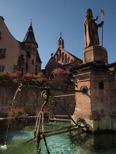Fontaine St Leo #Eguisheim #Alsace  Le Parc**** Hôtel, Restaurants & Spa Alsace Obernai   Tél 03 88 95 50 08    www.hotel-du-parc.com/  www.facebook.com/leparcobernai