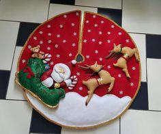 Rustic Christmas, Christmas Holidays, Christmas Wreaths, Christmas Decorations, Xmas Tree Skirts, Christmas Tree Skirts Patterns, Christmas Sewing Projects, Christmas Crafts, Christmas Cushions