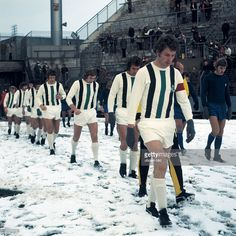 football, DFB Cup, 1973/1974, last sixteen, first leg, Stadium am Boekelberg, Borussia Moenchengladbach versus Hamburger SV 2:2 A.E.T., teams running-in, snow blanket, badly pitch conditions, f.l.t.r. the Gladbach players Rainer Bonhof, Henning Jensen, Jupp Heynckes and Herbert Wimmer, right Manfred Kaltz
