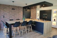 Design kitchen with dining area integrated into the island - Modern Cafe Design, House Design, Interior Design, Design Moderne, Dining Area, Kitchen Dining, Island Kitchen, Outdoor Cafe, Modern Kitchen Design