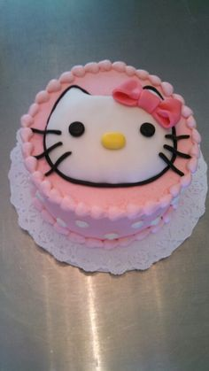 A cute hello kitty cake by christinascakery.com