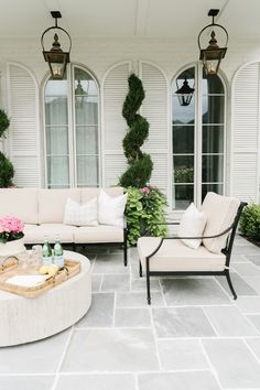 With this patio decoration ideas, you'll transform your space turning into an oasis to spend time with your loved ones this summer. You will find great patio ideas on a budget, small outdoor decoration ideas, garden ideas diy, etc. Backyard Patio Designs, Diy Patio, Backyard Landscaping, Patio Ideas, Landscaping Ideas, Backyard Projects, Garden Ideas, Backyard Ideas, Cozy Backyard