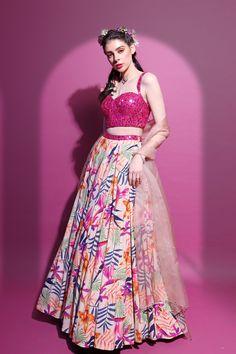 Indian Bridal Outfits, Indian Fashion Dresses, Dress Indian Style, Indian Designer Outfits, Designer Dresses, Lehnga Dress, Indian Attire, Indian Wear, Pink Lehenga