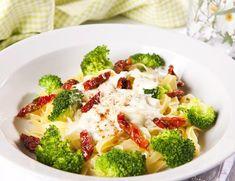Brokkoli- og pastagrateng   FRUKT.no Pasta, Vegetables, Recipes, Food, Essen, Vegetable Recipes, Meals, Ripped Recipes, Eten