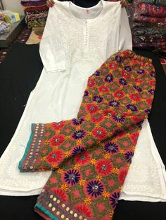 20 Ways To Wear Traditional Prints in Everyday Outfits Pakistani Dress Design, Pakistani Outfits, Indian Outfits, Stylish Dress Designs, Stylish Dresses, Casual Dresses, Casual Wear, Dress Indian Style, Indian Dresses