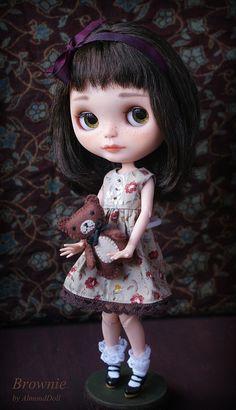 Blythe - Almond doll