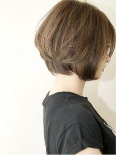 I like the softness of this. Short Bob Hairstyles, Hairstyles Haircuts, Pretty Hairstyles, Girl Short Hair, Short Hair Cuts, Mom Haircuts, Corte Bob, Shot Hair Styles, Hair Arrange