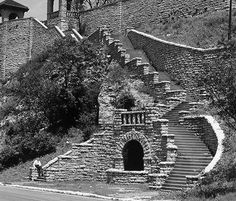 The Palisades in downtown Kansas City,MO along Kersey Coates Drive. Old Images, Old Pictures, Excelsior Springs, Kansas City Missouri, Urban Life, Historical Pictures, City Streets, Park City, City Photo