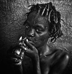 Photographer Lee Jeffries uncovers haunting human face of drug addiction, homelessness and poverty Photography Projects, People Photography, Street Photography, Portrait Photography, Lee Jeffries, Black And White Portraits, Black And White Photography, Smoke Art, Interesting Faces
