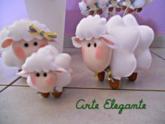 Lindo tema para batizados,chás de bebe e festas infantis.  Familia de ovelhinhas + 12 ovelhinhas no palito para as lembrancinhas.  Estão à venda apenas os personagens em feltro